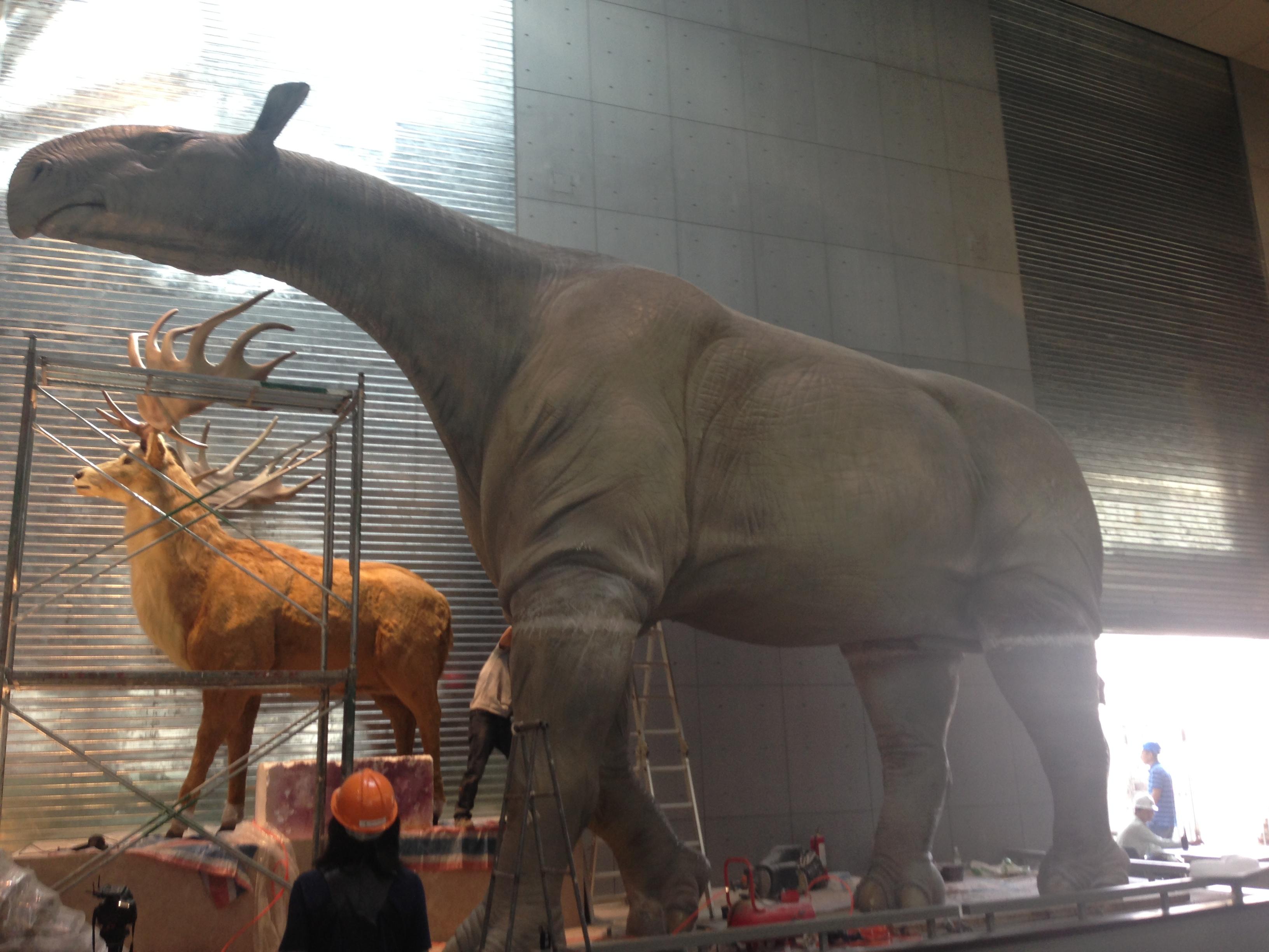 7.5m高巨犀雕塑