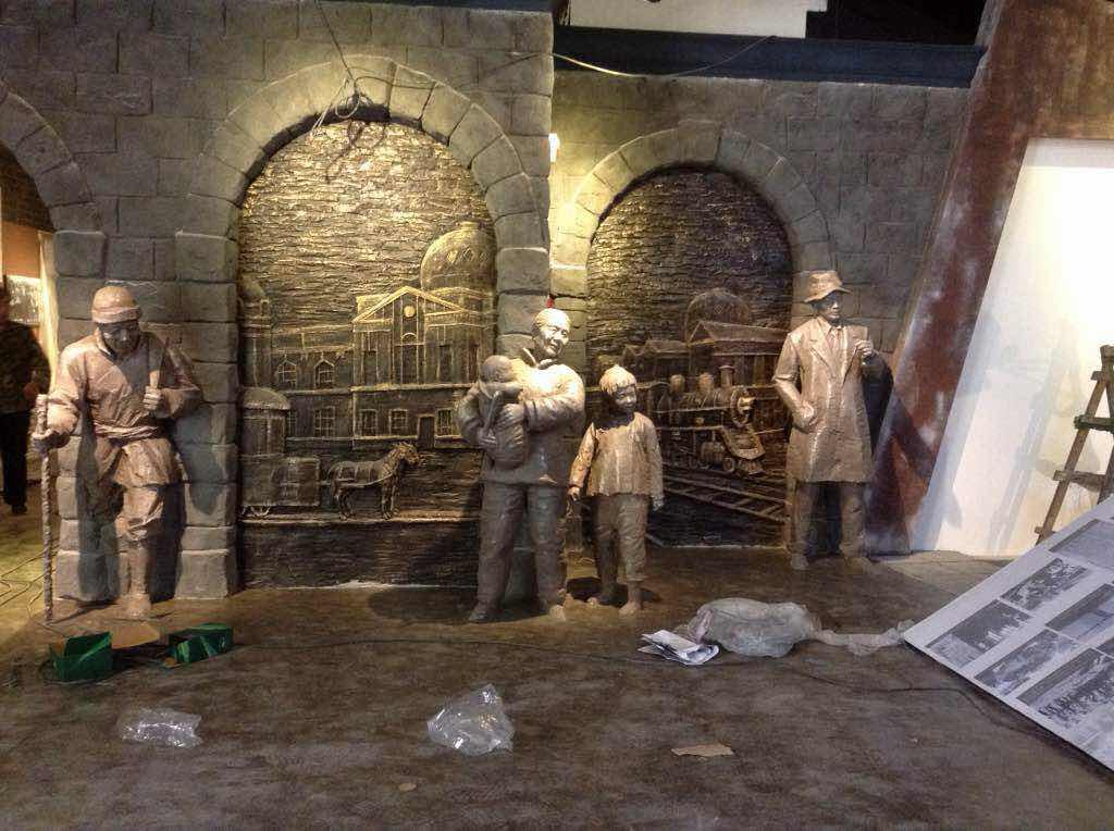 玻璃钢展览馆人物雕塑