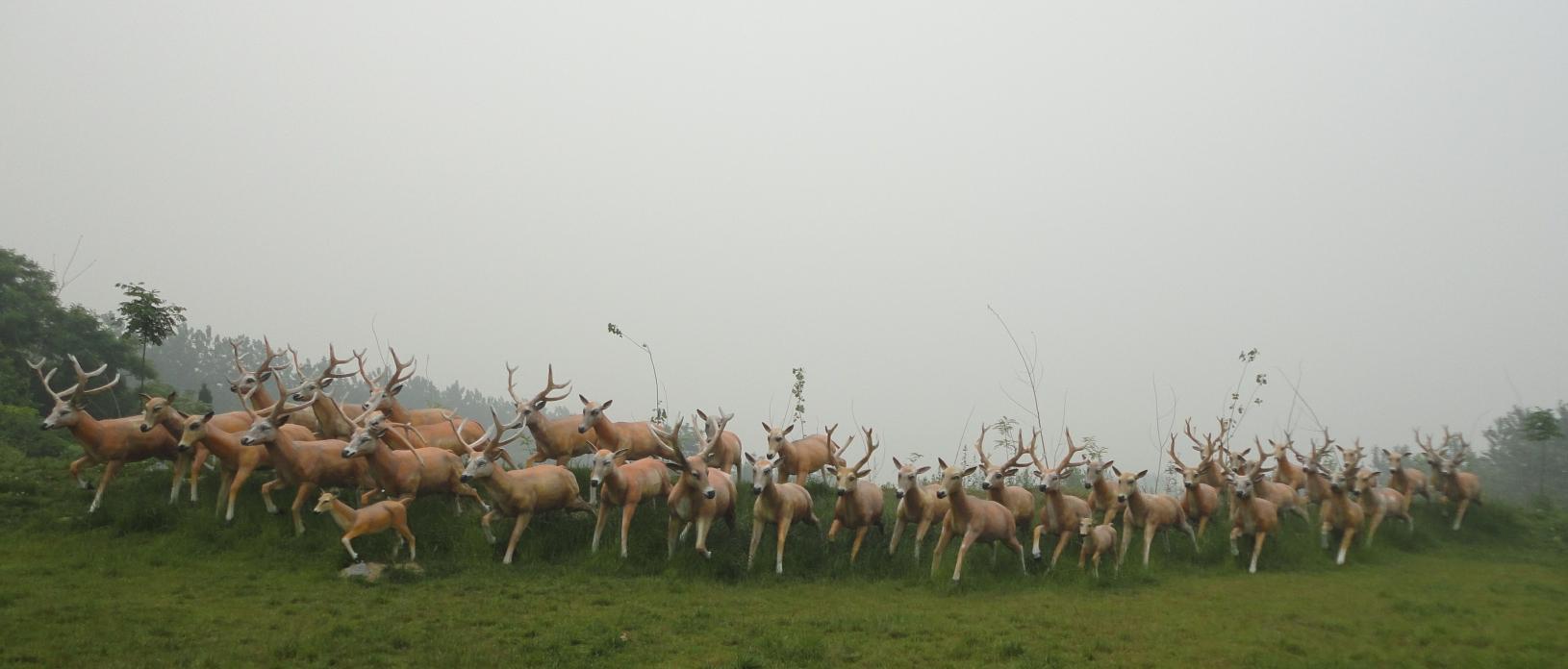 鹿群不锈钢雕塑