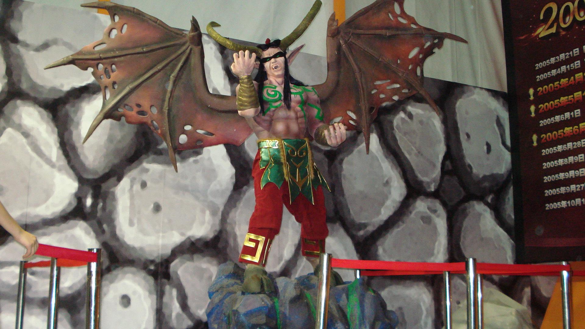 蝙蝠侠不锈钢人物雕塑
