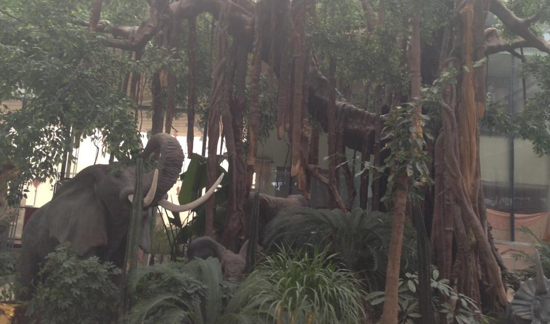 大象动物玻璃钢雕塑