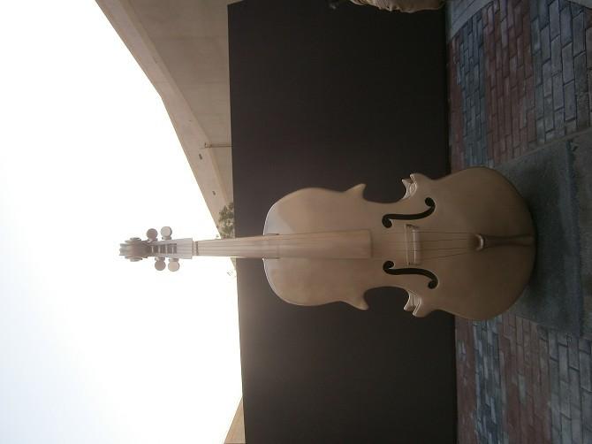 大提琴玻璃钢雕塑