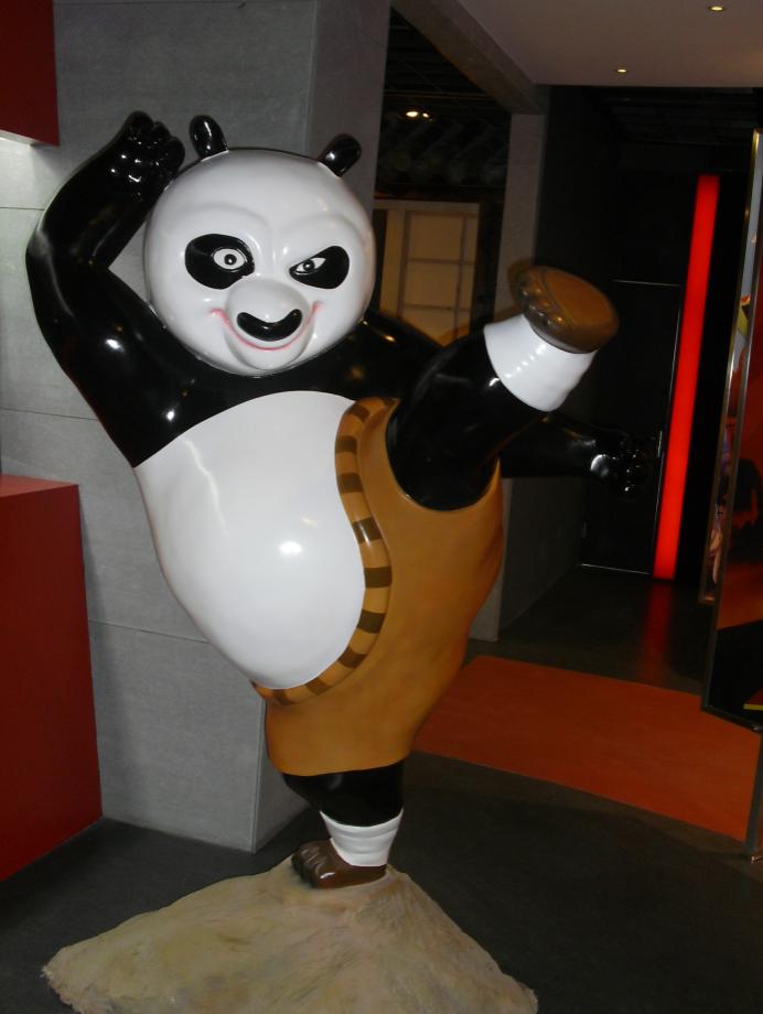 功夫熊猫卡通形象玻璃钢雕塑
