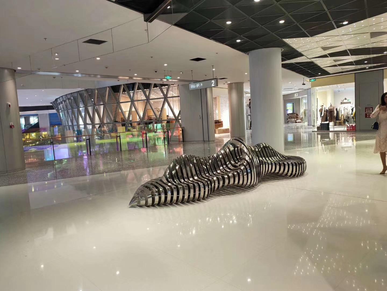商场玻璃钢坐凳精美雕塑