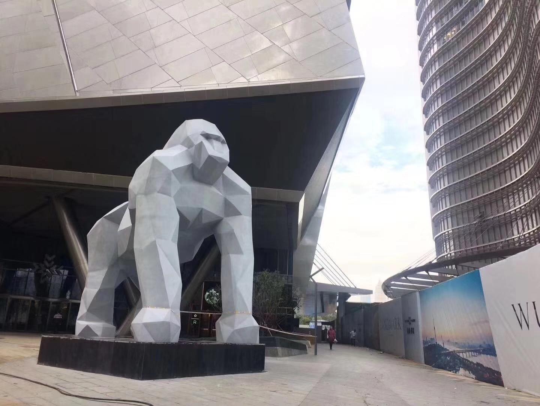 玻璃钢动物大猩猩雕塑