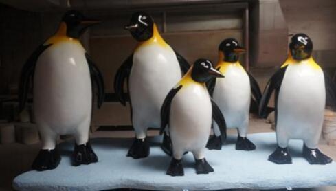 企鹅卡通雕塑