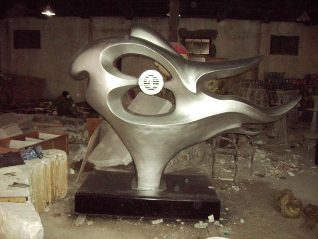 保养玻璃钢雕塑需要注意的问题?