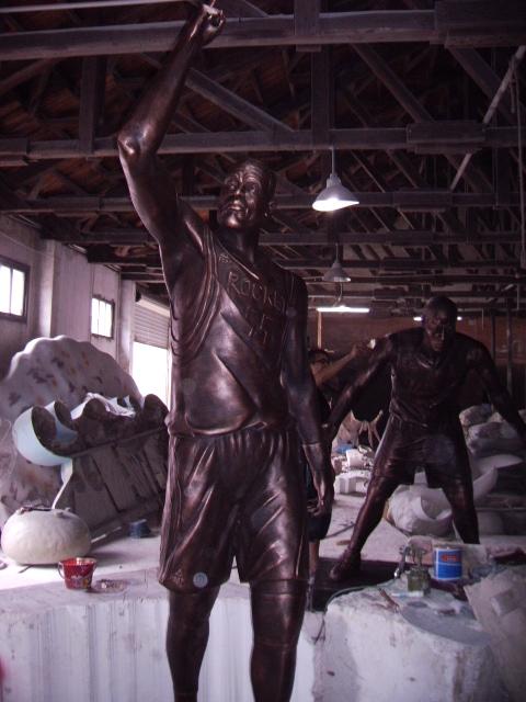 不锈钢大型人物雕塑特点?