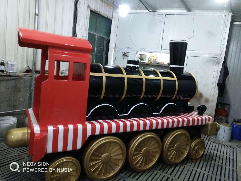火车雕塑.JPG