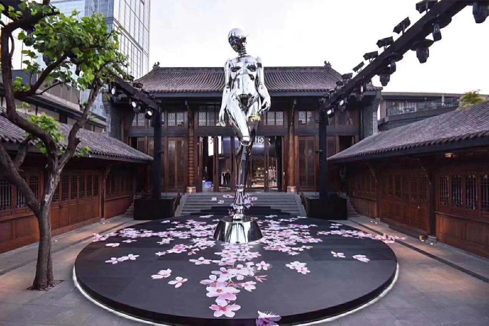 不锈钢雕塑有什么特点?