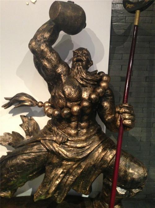 人物铸铜保养有哪些注意事项?